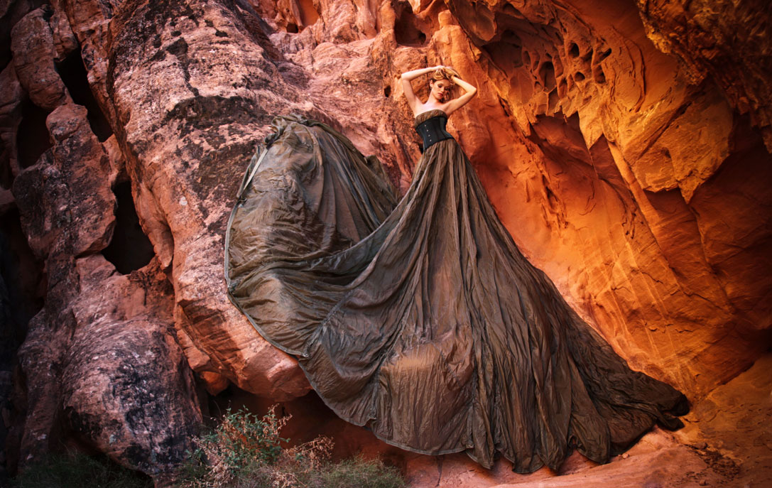 268-las_vegas-lake_mead-las_vegas-blonde_model-army_parachute-beautiful_model-red_sandstone-red_rocks_cover