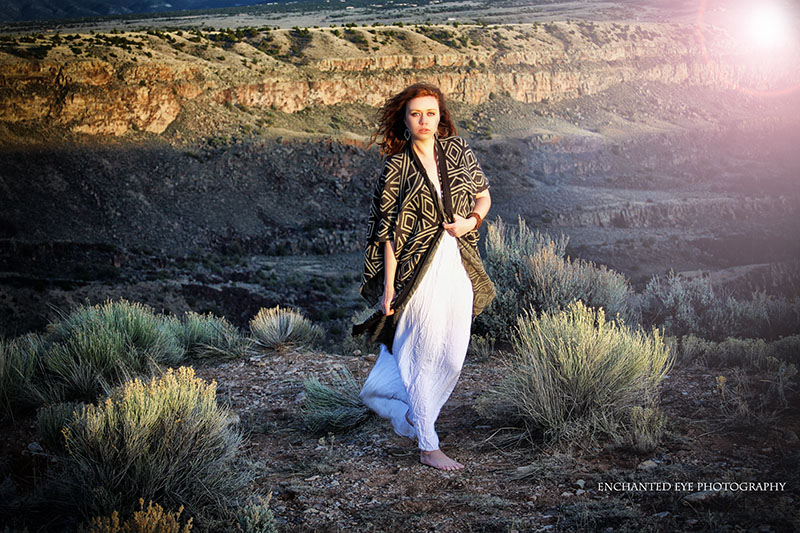4-Las_vegas_photographer-model-Emma_Alabama-red-hair_ginger-model_Rio_grande_gorge-New_mexico-sunlight