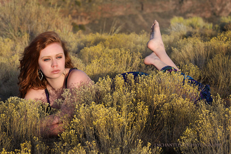 5-Las_vegas_photographer-model-Emma_Alabama-red-hair_ginger-model_Rio_grande_gorge-New_mexico-low-in_wildflowers