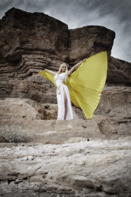 On_location-las_vegas_Photographer-Enchanted_Eye_Photography-yellow_wings-isis_wings-Las_vegas_desert-Lake_Mojave-Nelson_MG_7342ax