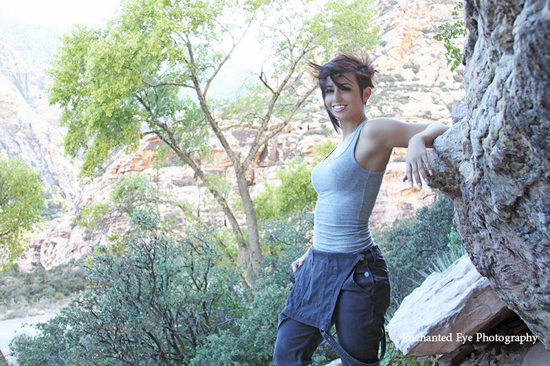p-07-taylorcrosta-049awebeep-red_rock-las_vegas-italian_model-short_hair-fit_model-nevada